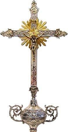 Cruz parroquial de metal cincelado con varal
