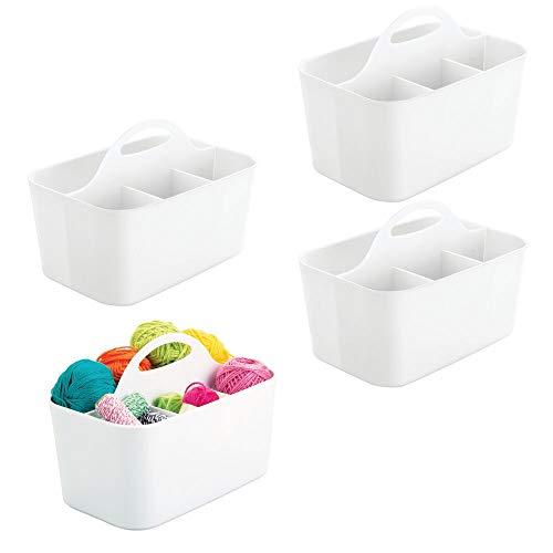 mDesign Juego de 4 cestas de plástico para utensilios de artesanía o como costurero – Portalápices para bolígrafos, botones, tijeras, pinturas, etc. – Con asa y compartimentos – blanco