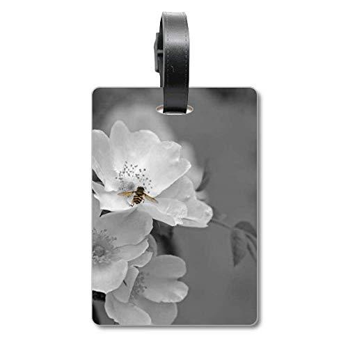 Etichetta per bagagli in bianco e nero con bellissimi fiori