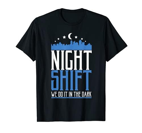 看護師 夜勤 我々は闇の中でそれを行う 看護師 Tシャツ