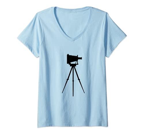 Mujer Fotógrafo de cámara antigua Camiseta Cuello V