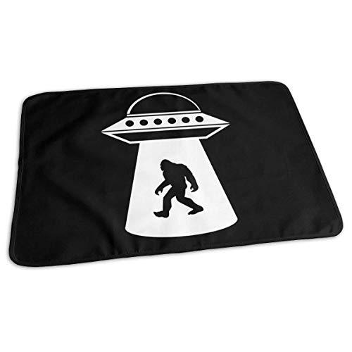 Bigfoot UFO Baby - Cambiador de viaje reutilizable para bebé, 27,5 x 19,7 pulgadas