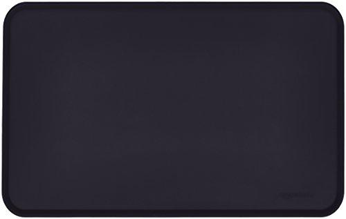 Amazon Basics - Wasserabweisende Napfunterlage aus Silikon, Unterlage für Haustierfutter, 47 x 29 cm, Schwarz