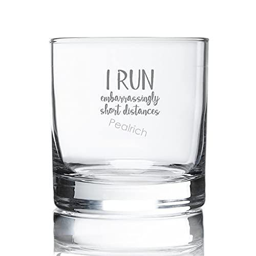 """Vaso de whisky de 8 onzas, con texto en inglés """"I Run embarazosamente"""" de corta distancia grabado, vidrio escocés para regalo de cumpleaños, Navidad para hombre y él"""