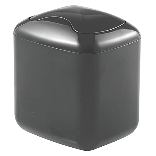mDesign Papelera con Tapa basculante para sobremesa – Cubo de Basura de baño para desechos cosméticos – Práctico contenedor de residuos de plástico de 2,7 litros de Capacidad – Gris Pizarra