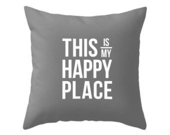 "LovePreferred, cuscino decorativo per decorare la casa, divani, sedie, 45,7 x 45,7 cm, in cotone e lino, con scritta in lingua inglese ""This is my happy place"""