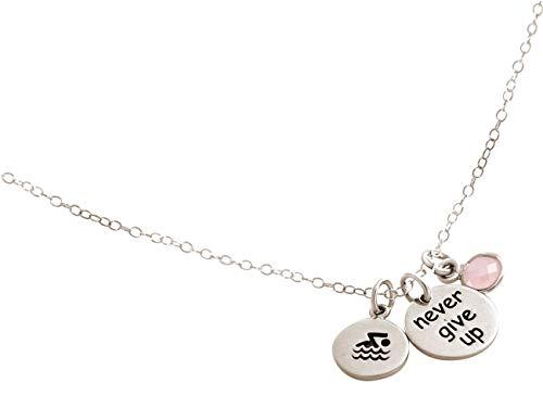 Gemshine Fitness Halskette Schwimmer - Never Give Up - 925 Silber, vergoldet oder rose im Sportschmuck Sport-look Stil mit Rosenquarz – Made in Spain, Metall Farbe:Silber