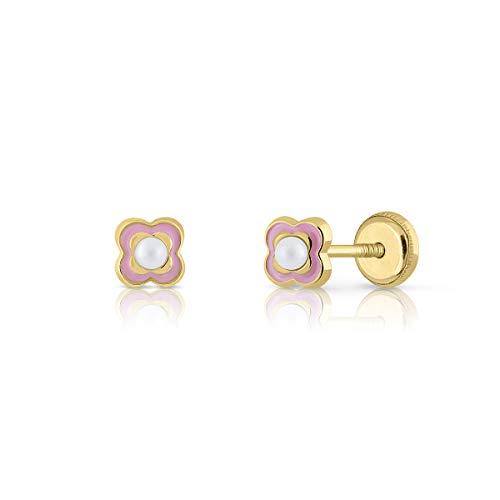 Pendientes oro 18k niña/mujer cuatrebol con perla cultivada y esmalte rosado. Medida de la joya 4.5 milímetros. Con cierre de rosca de máxima seguridad.