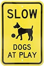 Kysd43Mill Leyenda de perros lentos en juego con señal gráfica, señal de advertencia de aluminio de metal, señal de propiedad privada, señal de jardín en casa, señal de allí, para puerta negra sobre amarillo