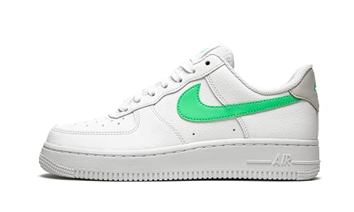 Nike Wmns Air Force 1 '07, Scarpe da Basket Donna, White/Green Glow-lt Bone-White, 40.5 EU
