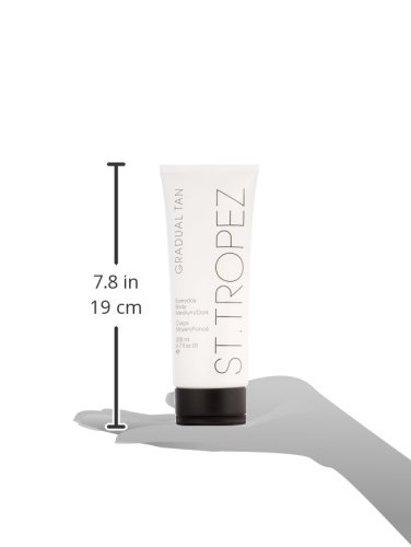St.Tropez Gradual Tan Classic Everyday Fake Tan Body Lotion - Medium to Dark, 200 ml, Vegan Self Tan, 100 Percent Natural Tanning Active