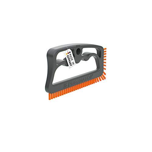 Fuginator® Fugenbürste grau/orange, Innovation aus 100{a5a84ee6d483756c045dc8c781613dd08034b36b8f6b2351503db2518aed875d} Recyklat – Fugenreinigung im Haushalt, patentiert und mit Blauen Engel zertifiziert