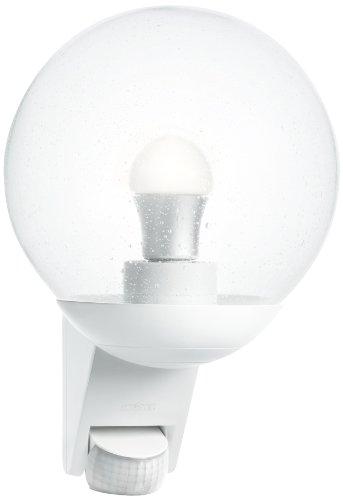 Steinel Außenwandleuchte L 585 weiß, 180° Bewegungsmelder, Max. 10 m Reichweite, klassisch, mundgeblasener Glaskörper