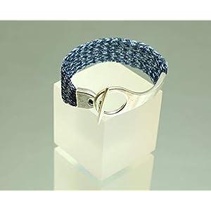 Armband in Blautönen – patentgehäkelt – mit Knebelverschluss