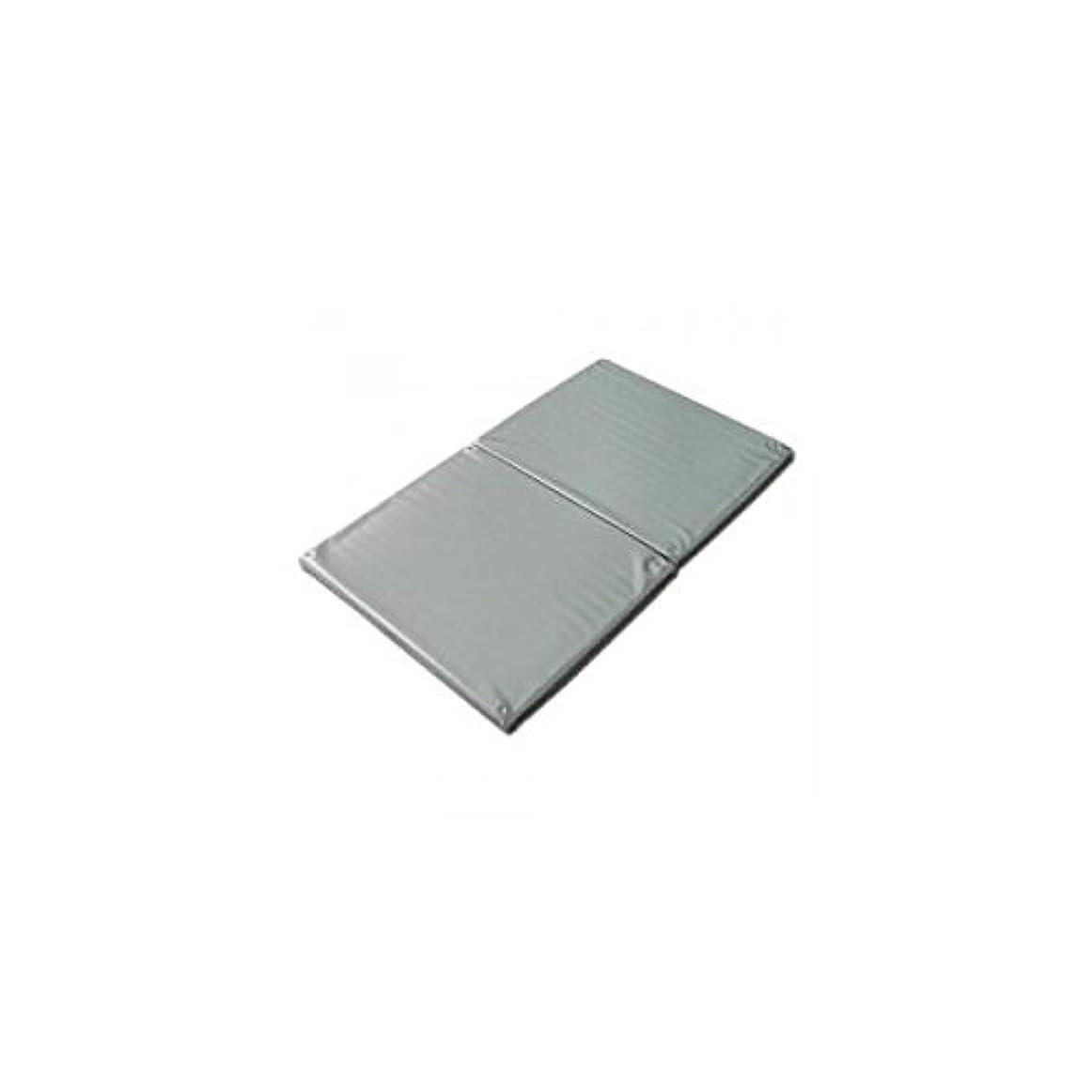 すり減るデクリメントオゾンヨックお風呂のマッサージ用マットP(2ツ折)シルバー 120×70cm│防水マッサージマット ポリエチレン製