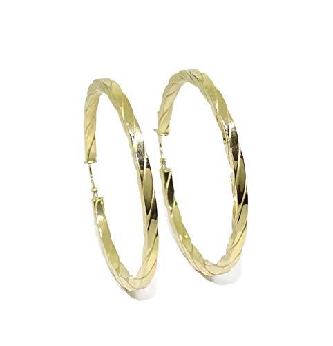 Pendientes aros grandes de oro amarillo de 18k de 2.5mm de anchos y 4.50cm de diámetro exterior. Peso; 3.65gr de oro de 18k. Cierre fácil click.