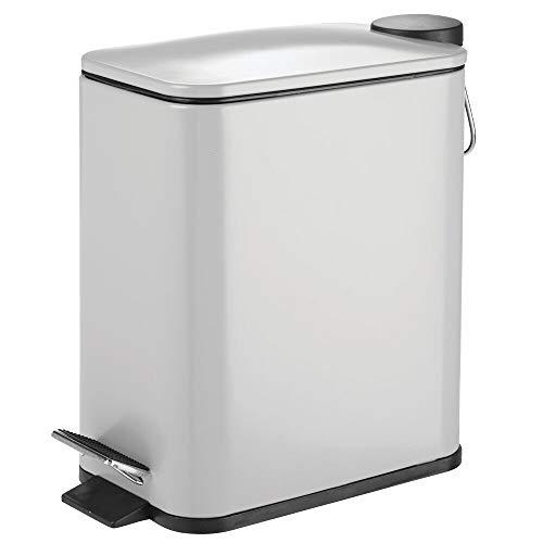 mDesign Papelera de baño rectangular – Cubo metálico de 5 litros con pedal, tapadera y cubo interior de plástico – Elegante contenedor de residuos para baño, cocina y oficina – gris