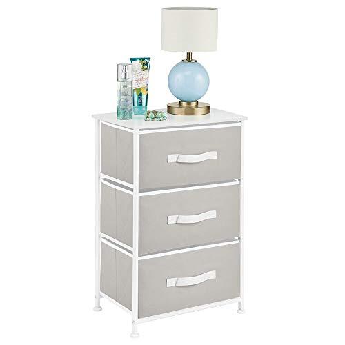 mDesign Mesita de noche con 3 cajones – Cajoneras para armarios fabricadas en tela, metal y MDF – Cómoda pequeña decorativa para el dormitorio o el salón – gris y blanco