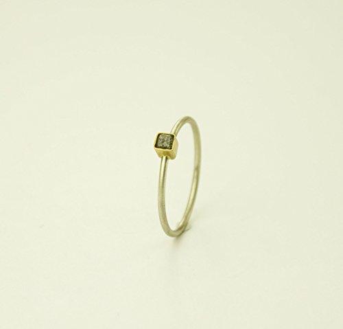 Mini anillo con diamante en bruto, anillo pequeño de plata, oro y diamante.