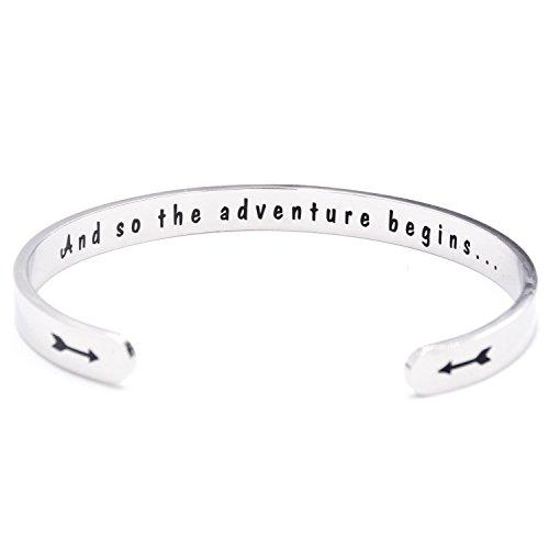 "Manschetten-Armband mit Text ""And so the adventure begins"" Geschenk zum Schulabschluss"