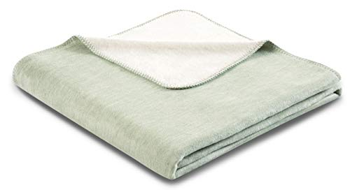 biederlack® samtig-weiche Kuschel-Decke aus Baumwolle & Dralon I Made in Germany I Öko-Tex I nachhaltig produziert I Couch-Decke Double Optic in Salbei-Natur I Sofa-Decke in 150x200 cm