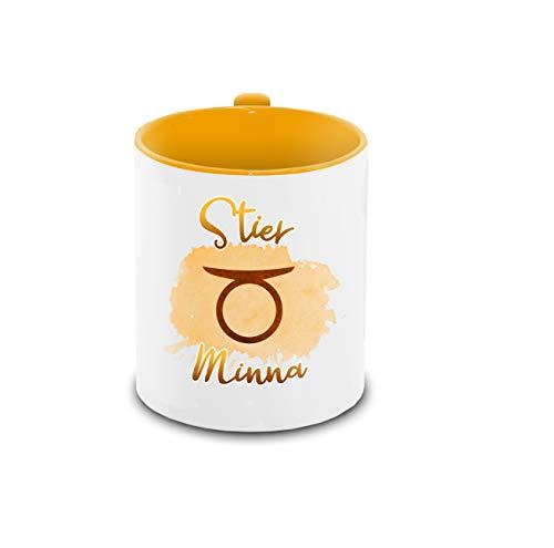 Tasse mit Namen Minna und Sternzeichen-Motiv Stier im Lettering-Stil | Keramik-Tasse gelb | Astrologie-Geschenk