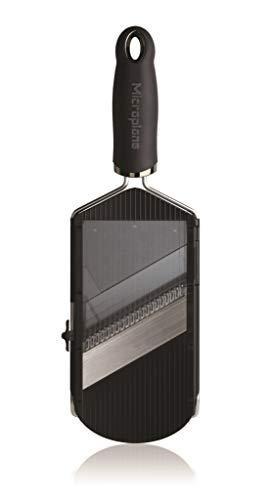 Microplane Verstellbarer Hobel & Julienne-Klingeneinsatz mit scharfen Edelstahlklingen in Schwarz inkl. Restehalter