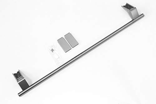Manilla de puerta original de Liebherr para la nevera en forma de barra hecha de acero inoxidable.