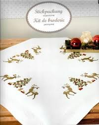 Rico Design Komplette Stickpackung für eine vorgezeichnete Tischdecke 80 x 80 cm Rentiere
