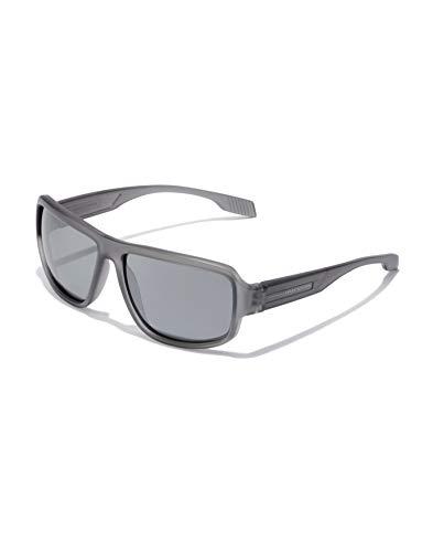 HAWKERS Gafas de Sol F18 Grey, para Hombre y Mujer, de diseño sportswear con montura gris translúcida con lentes espejadas cromadas oscuras, Protección UV400, Talla única Unisex adulto