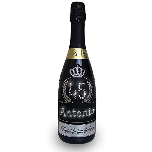 Swart Regalo Compleanno - Bottiglia Tanti Auguri da 0,75L, 1,5L, 3L - Personalizza l'Etichetta con Nome, Età e Dedica per il festeggiato con autentici cristalli - Spumante italiano di alta qualità
