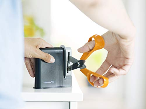Fiskars Clip-Sharp Scissors Sharpener, Total Length: 4 cm, plastic, 1000812