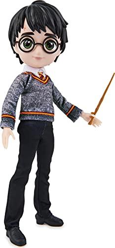 POUPÉE 20 CM HARRY POTTER WIZARDING WORLD - Poupée figurine Articulée Harry Potter 20 cm - Avec Baguette Magique et Tenue Uniforme Poudlard à collectionner - Idée Cadeau - 6061836 - Jouet Enfant 5 ans