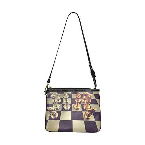 QIAOLII Umhängetasche für Mädchen Schachbrett mit Schachfiguren auf schwarzer weiblicher Clutch Bag 10 x 8 Zoll leichte Pu-Leder Damen modische Taschen mit langem Riemen für Frauen