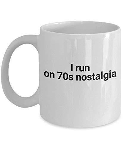 I Run on 70s Nostalgia taza de café 5 regalo divertido para él sus mujeres hombres hermano hermana Navidad cumpleaños único 1970 taza