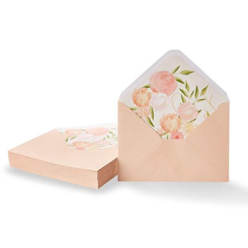 Paper Junkie Rosa Briefumschläge mit Aquarell-Blumen-Innenfutter (Set, 50 Stück) - Mit Spitzer Klappe, 120 g/m², Gummiert - Einladungsumschläge für Hochzeit, Geburtstag - ca. 12,7 x 17,8 cm