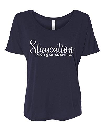 Camiseta feminina despojada feminina Virus Pandemic Funny Staycation 2020 Quarantina, Navy Triblend, Large