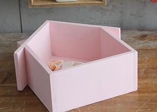 Casita colgante de madera Webest. Multifunción para estantes, marcos o plantas decorativas, Rosa, 19*24*9cm