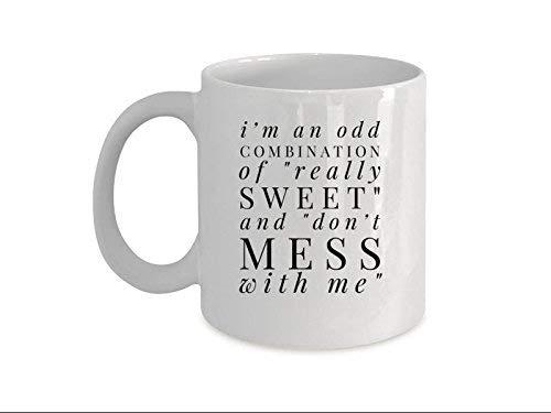 Queen54ferna Taza divertida con diseño único que hace graciosa taza de 325 ml con texto en inglés 'I'm an odd combination of Really Sweet and Don't Mess with Me-