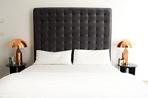 Cama tapizada con terciopelo gris oscuro y una gran superficie de descanso de 200 x 160 x 160 cm. Calidad de 120 kg.