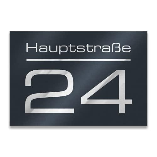 Metzler Hausnummer in Anthrazit - Hausnummernschild mit Gravur - Straßenname, Name und Wunsch-Nummer - Türschild in Anthrazit-Grau RAL 7016 - UV-beständig - Größe: 215 x 150 mm