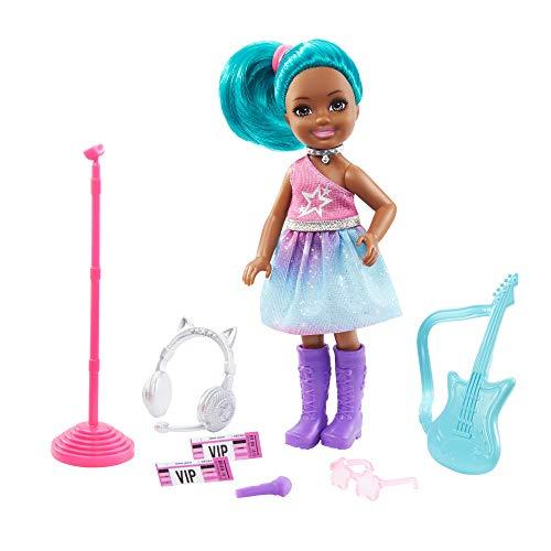 Barbie Chelsea Pop Star Muñeca afroamericana con accesorios de concierto de juguete, para niñas y niños +3 años (Mattel GTN89)