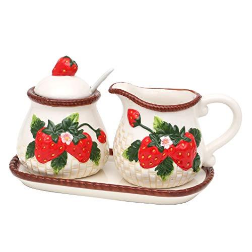 Dekohelden24 Dolomite Zuckerdose mit Löffel, Milchkännchen und Platte als 3er Set, mit Erdbeere-Relief, Größe ca. 19 x 10,5 cm.