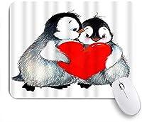 EILANNAマウスパッド 赤いハートを保持しているかわいい動物ペンギンが大好き ゲーミング オフィス最適 高級感 おしゃれ 防水 耐久性が良い 滑り止めゴム底 ゲーミングなど適用 用ノートブックコンピュータマウスマット