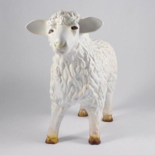 Décoration de jardin en forme de mouton à gauche