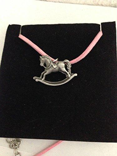 Rocking Horse R70 - Collar de peltre inglés con cordón rosa (41 cm)