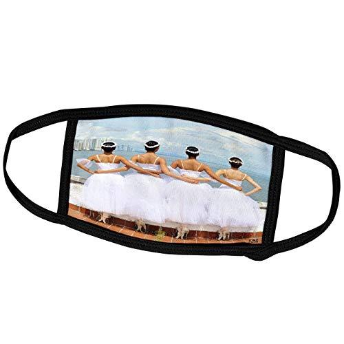 Promini Monatsmaske – Kike Calvo Dance – Vier Ballerinas in weißen Kleidern halten sich von der Taille, während Sie auf Panama Skyline schauen – Staubmaske Outdoor-Schutzmaske