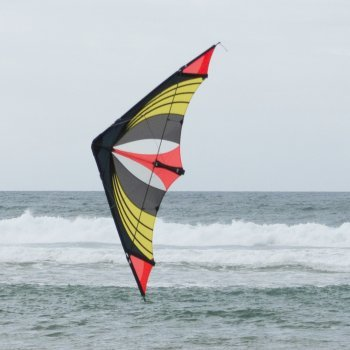 Lenkdrachen - Speedster Hot Orange - für mittleren bis sehr kräftigen Wind - Abmessung: 170x64cm - inkl. Steuerleinen auf Winder mit Gurtschlaufen