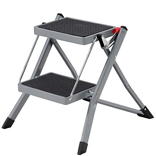 SONGMICS Klapptritt mit 2 Stufen, Trittleiter, Leiter, 20 cm breite Stufen mit rutschfesten Gummimatten, Anti-Rutsch-Füße, mit Tragegriff, bis 150 kg belastbar, aus Stahl, grau-schwarz GSL002GY01