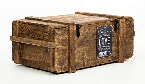 Kaffeetisch Holztruhe Holzkiste shabby chic Tisch Truhe Kiste mit Vintage Blechschield Love Miracles...